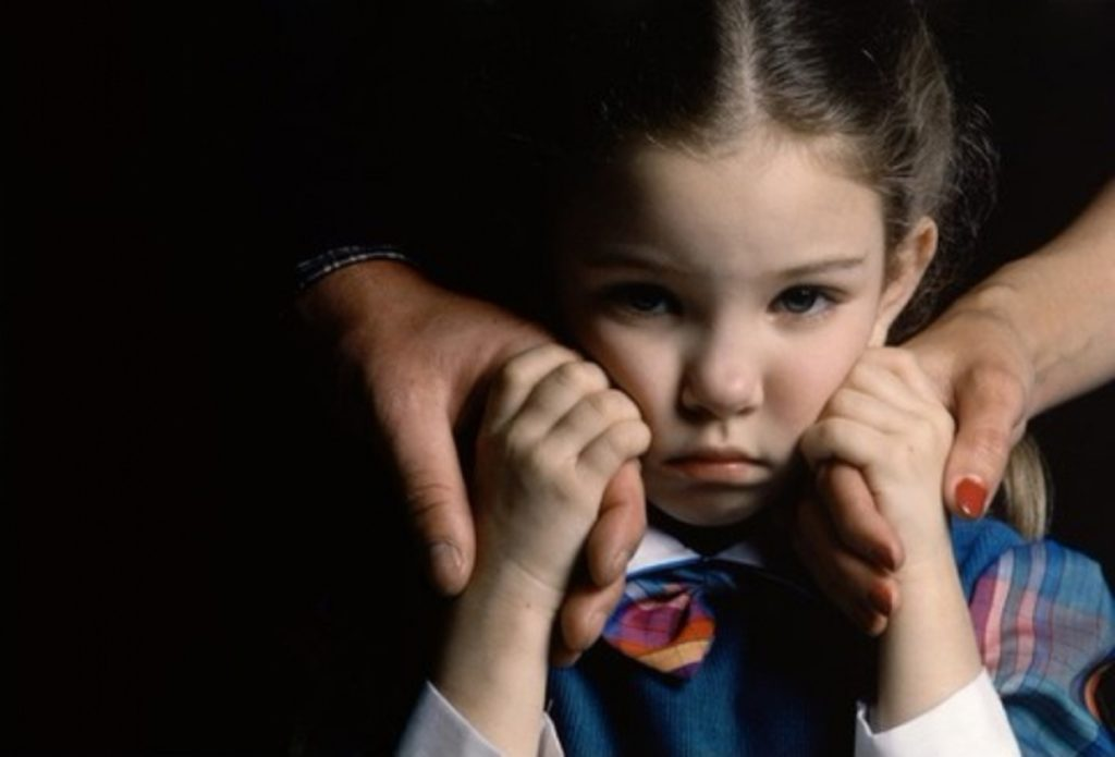 Как помочь ребенку пережить развод родителей