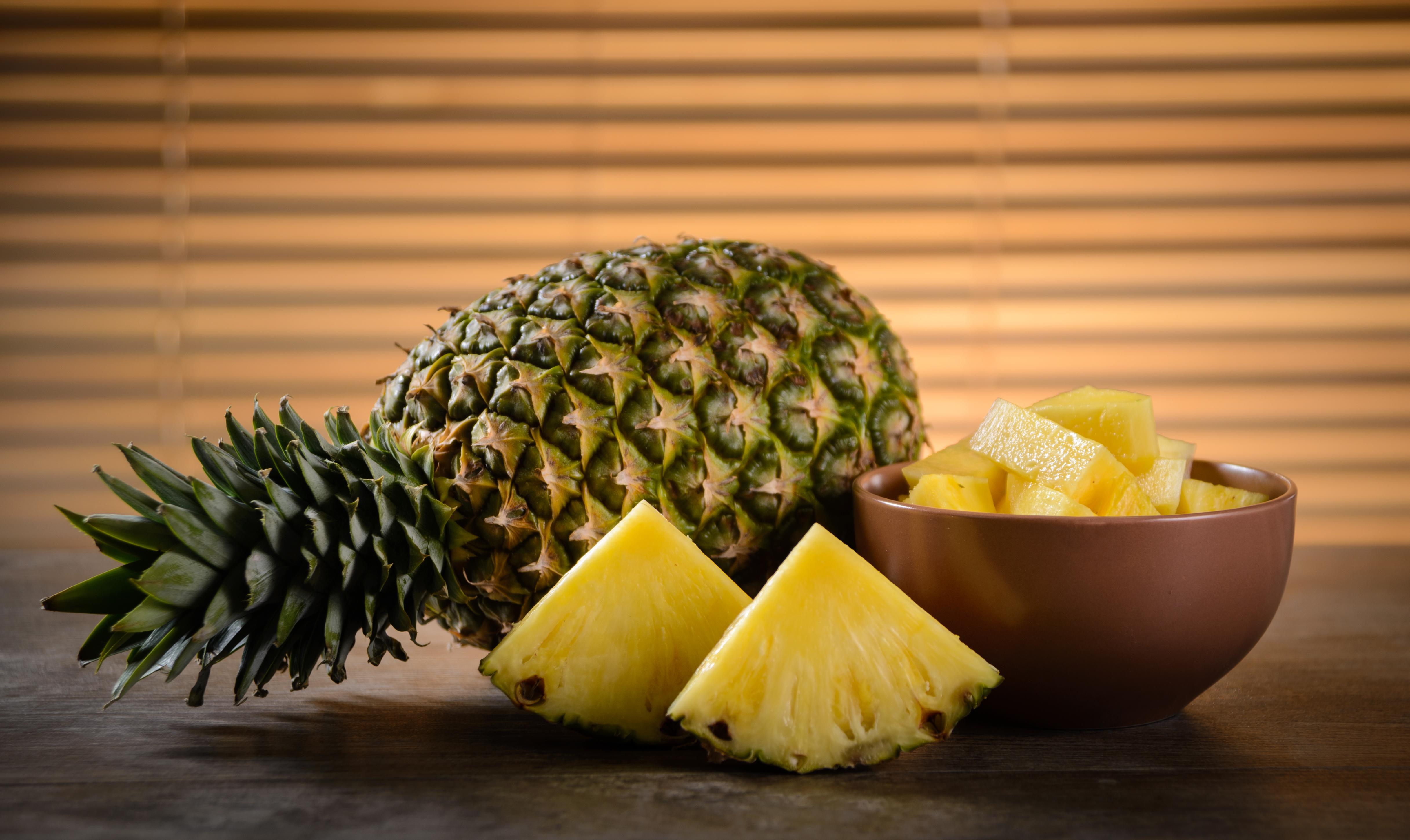 как определить зрелость ананаса?;