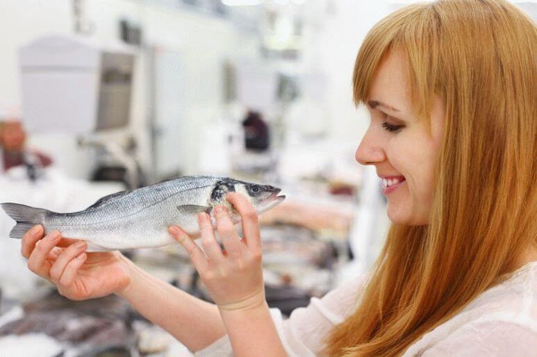 На что обращать внимание при покупке свежей рыбы?