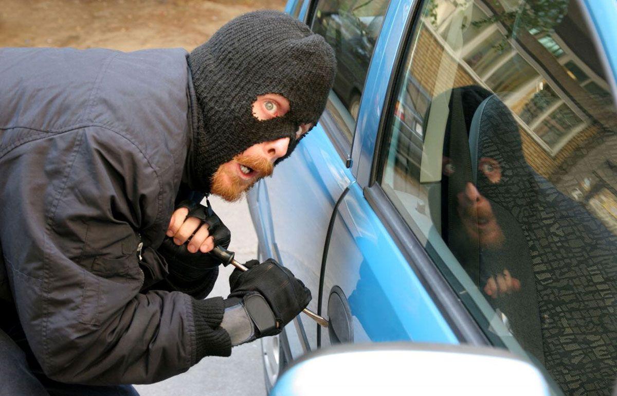 Угнали машину – инструкция к действию